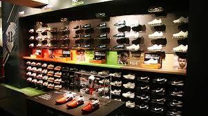 362c0c1e2194f Tienda de calzado deportivo La actividad que desarrolla este negocio es la  comercialización de calzado deportivo.