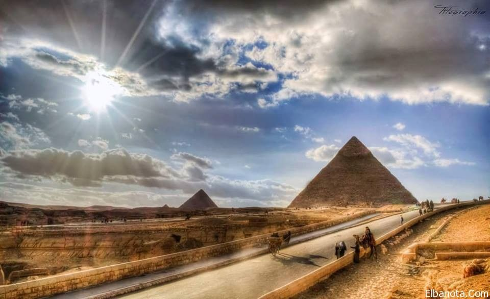 Pin By بنوته كافيه On المعطف الأحمر يتربع على عرش الموضة لشتاء 2014 Great Pyramid Of Giza Pyramids Of Giza Amazing Places On Earth