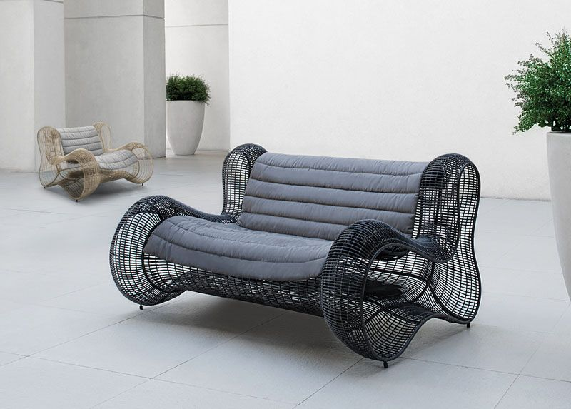 Inspired by the contours of the female form, this chair is made of - Balou Rattan Mobel Kenneth Cobonpue