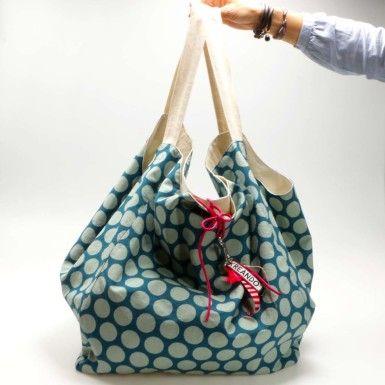 """""""Mr. Big"""" besteht aus einer Aussentasche mit schönem Baumwolldruck und einer Innentasche aus roher Baumwolle."""
