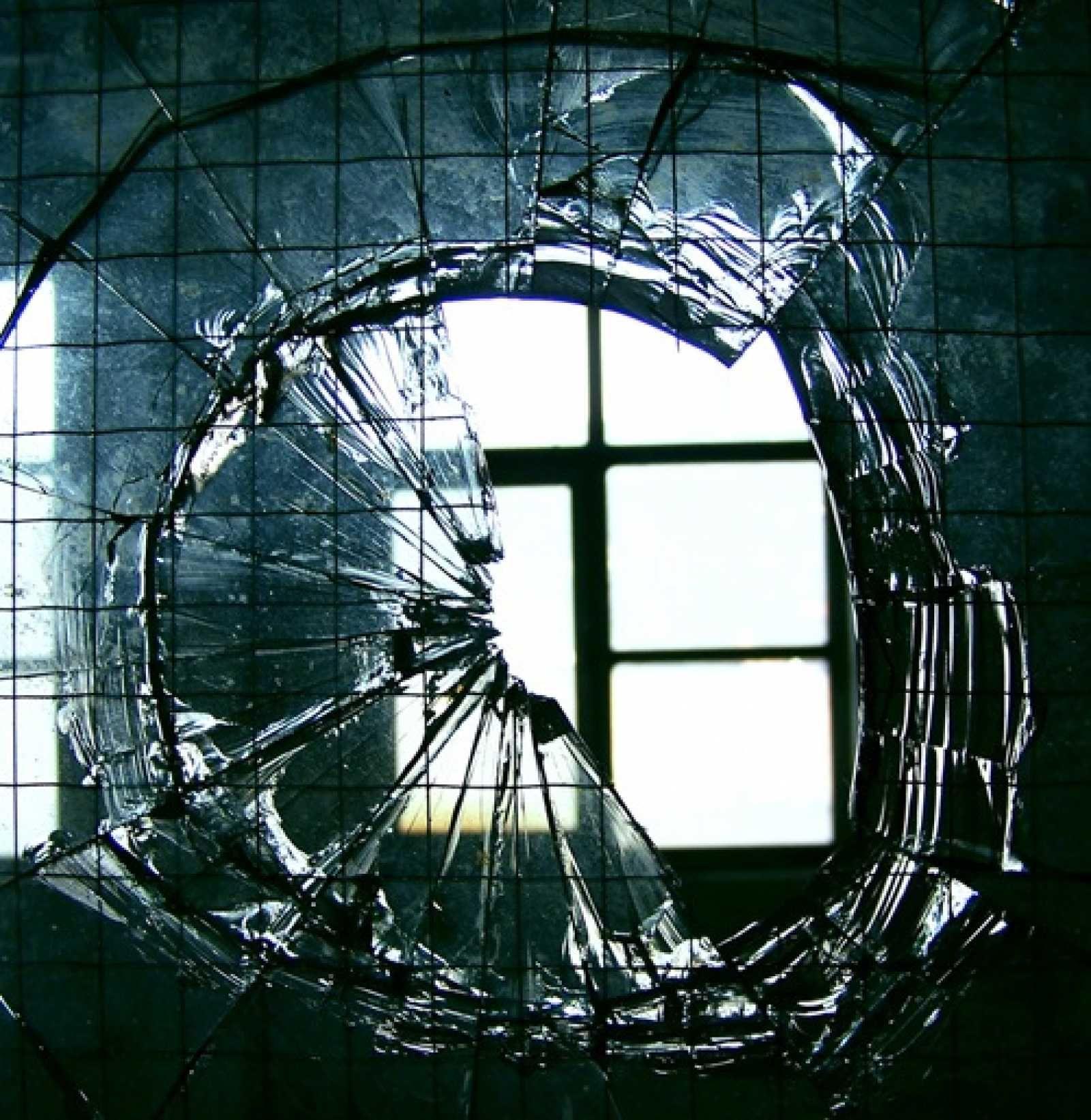 является одним фото разбитое зеркало пожалуйста, сколько