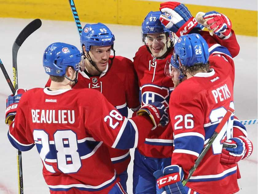 Montreal Canadiens Nathan Beaulieu (28), Andrew Shaw (65), Max Pacioretty, Jeff Petry (26) celebrate the goal of David Desharnais (51) during second period NHL action in Montreal on Tuesday October 18, 2016.