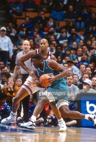 Fotografia de notícias : Larry Johnson of the Charlotte Hornets drives on...