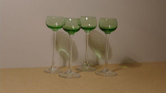 Grønne likørglass med stett