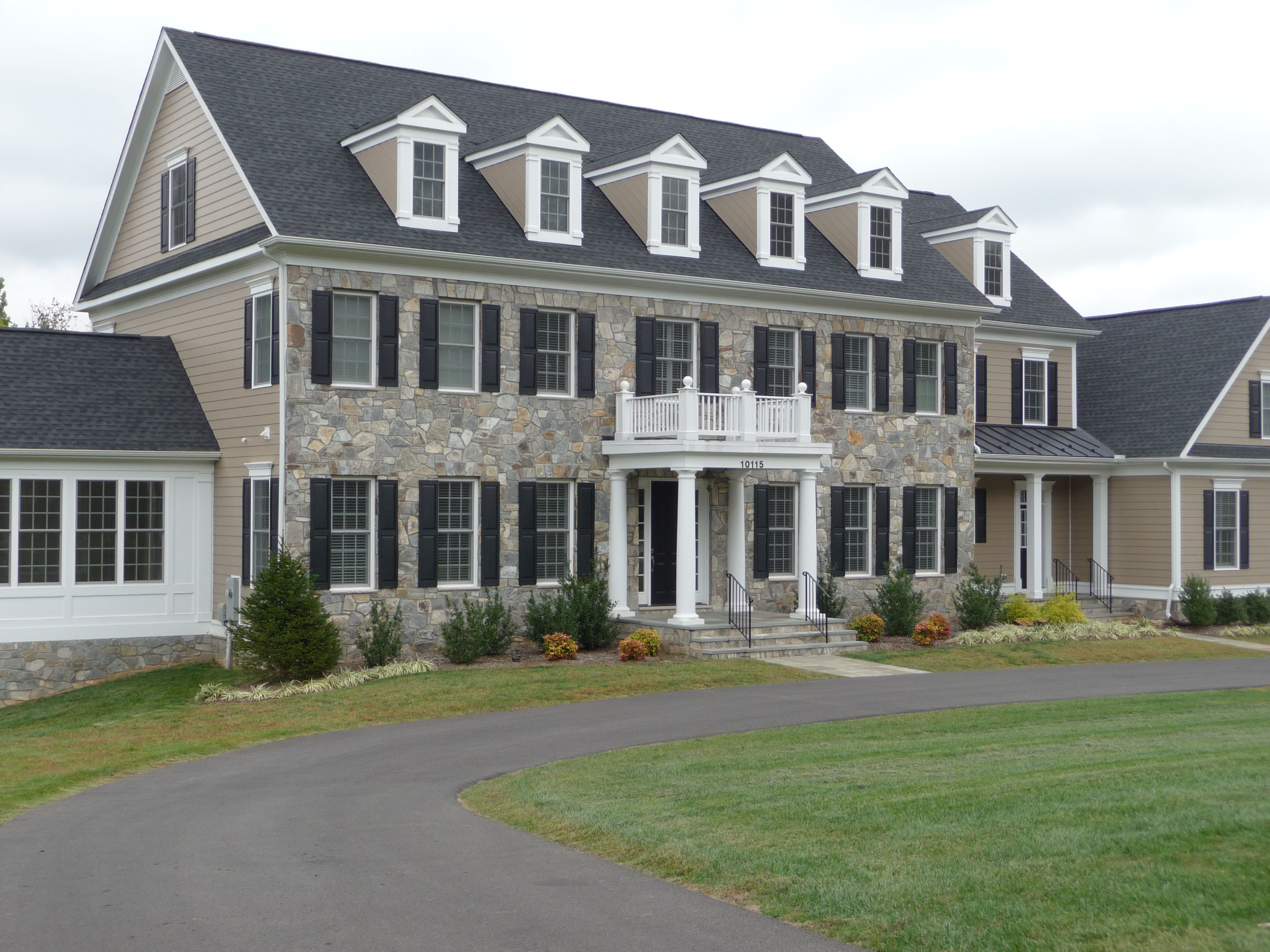 Chocolate And Dove Gray Building Stones Are Ideal For A Stone House Front Give Your Home This Beautiful Finish Building Stone Stone Front House Stone Houses