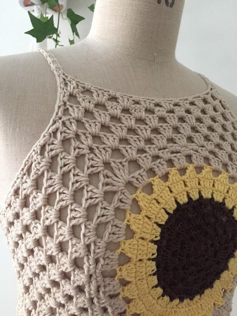 34 Size XS Beige sunflower crochet crop top