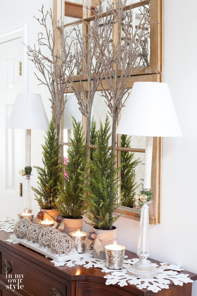 Christmas decorating ideas for foyers and entyryways | In My Own Style