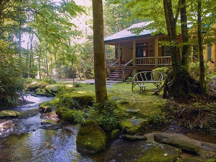 Love This Cabin With A Stream Near By For Fishing Make