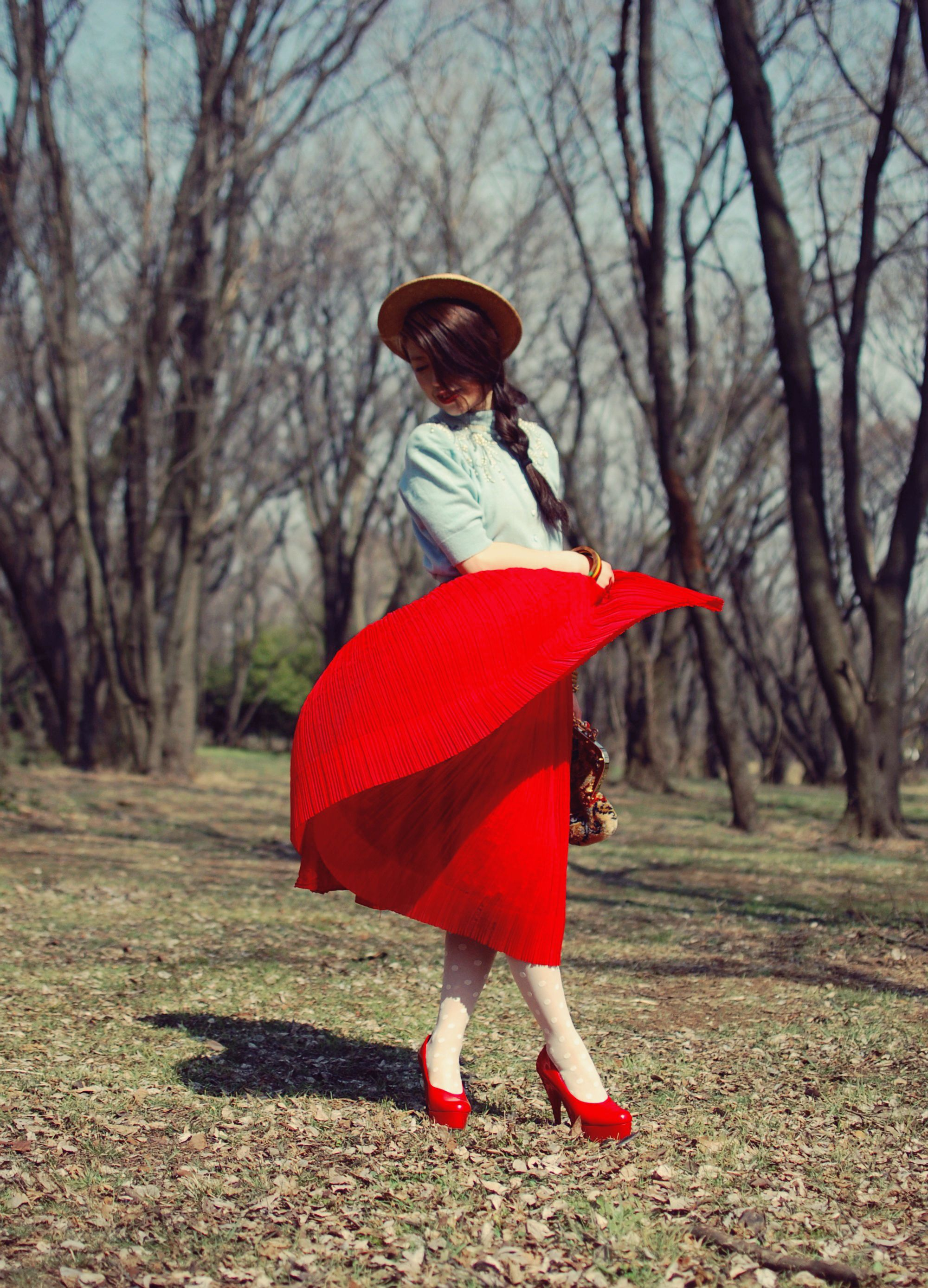 There are so many lovely things about this, <3 the shape her skirt is making. #red #pleatedskirt #plait