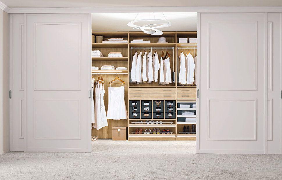 Einbauschranke Nach Mass Begehbare Kleiderschranke Begehbarer Kleiderschrank Ankleideraum Design Ankleidespiegel