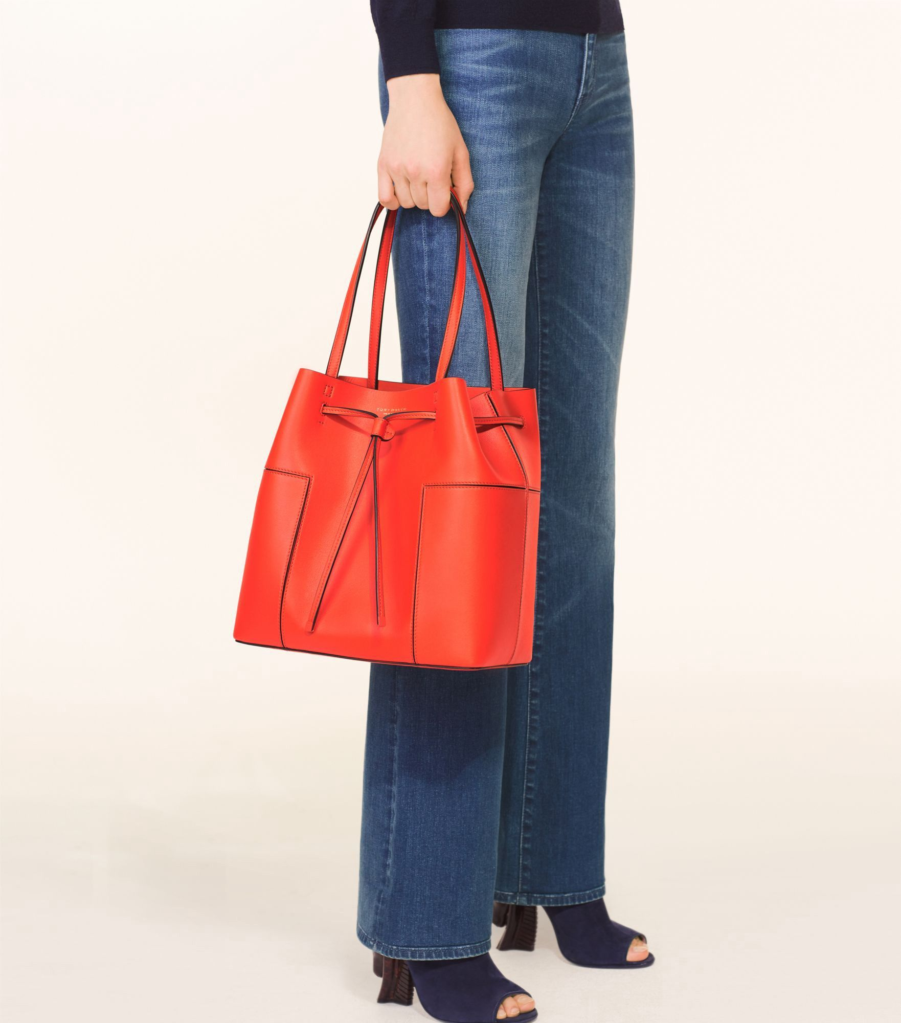 4139866e51e TORY BURCH BLOCK-T DRAWSTRING TOTE.  toryburch  bags  shoulder bags  hand  bags  leather  tote