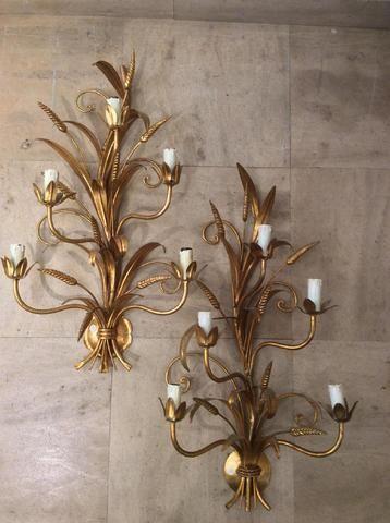 Paire d'appliques à cinq lumières en métal doré, à décor d'épis