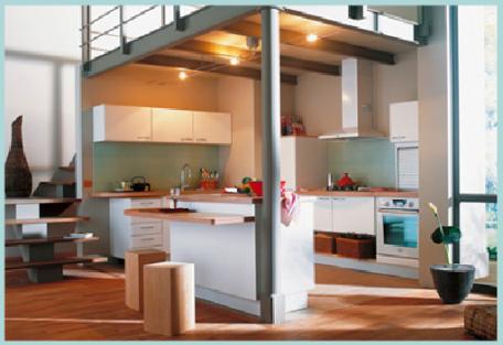 cuisine-amenagee-sous-mezzanine-et-ouverte-sur-salon