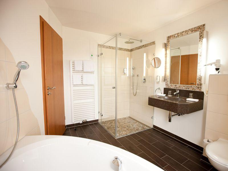 Badezimmer Superior mit Eck-Badewanne hotel müller München - badezimmer badewanne dusche