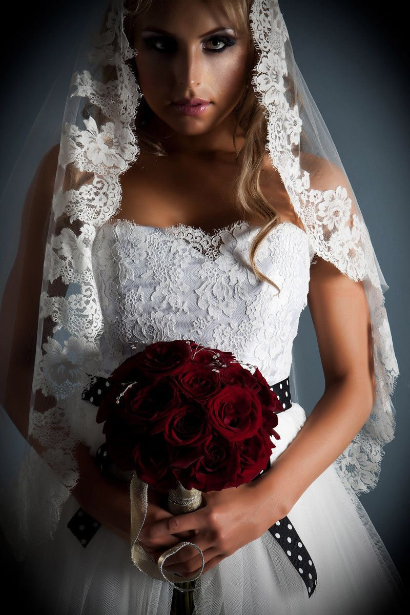 Amy Jo Tatum Couture Wedding Dress White Lace Wedding Dress Dark Red Rose Bouquet Full Dark Red Wedding Black Wedding Dresses Red Wedding Flowers [ 1200 x 800 Pixel ]