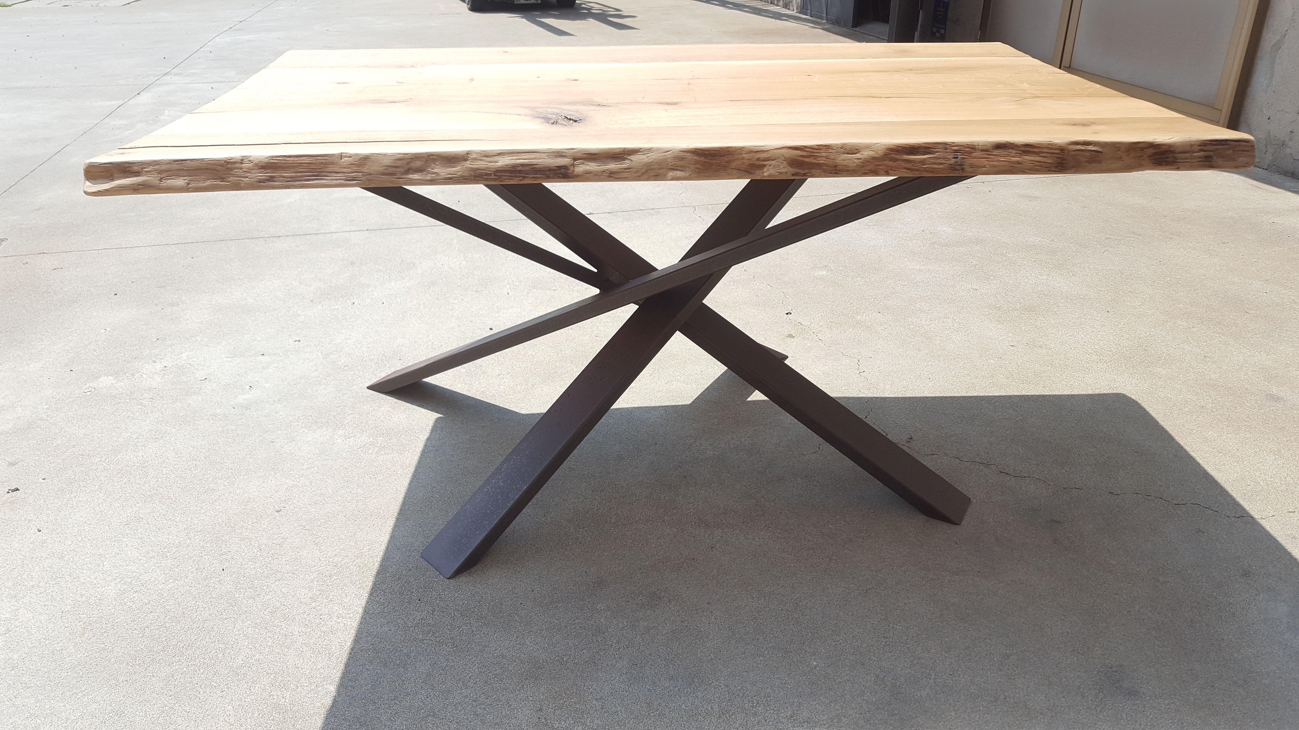 Tavolo Con Piede Centrale tavolo con piede centrale