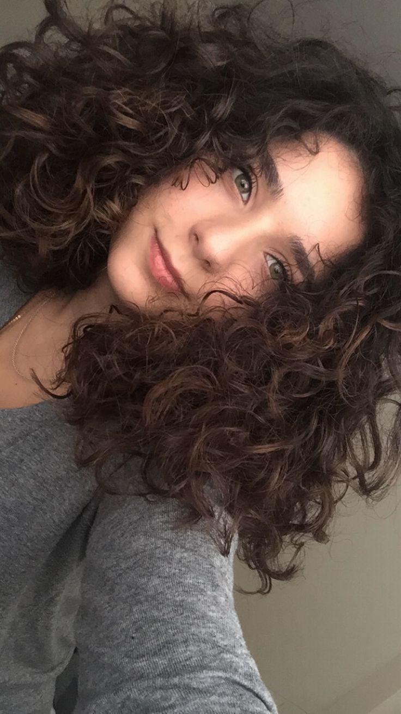 curly #curlyhair #ballage #brunette #green #greeneyes #cute #girl ...