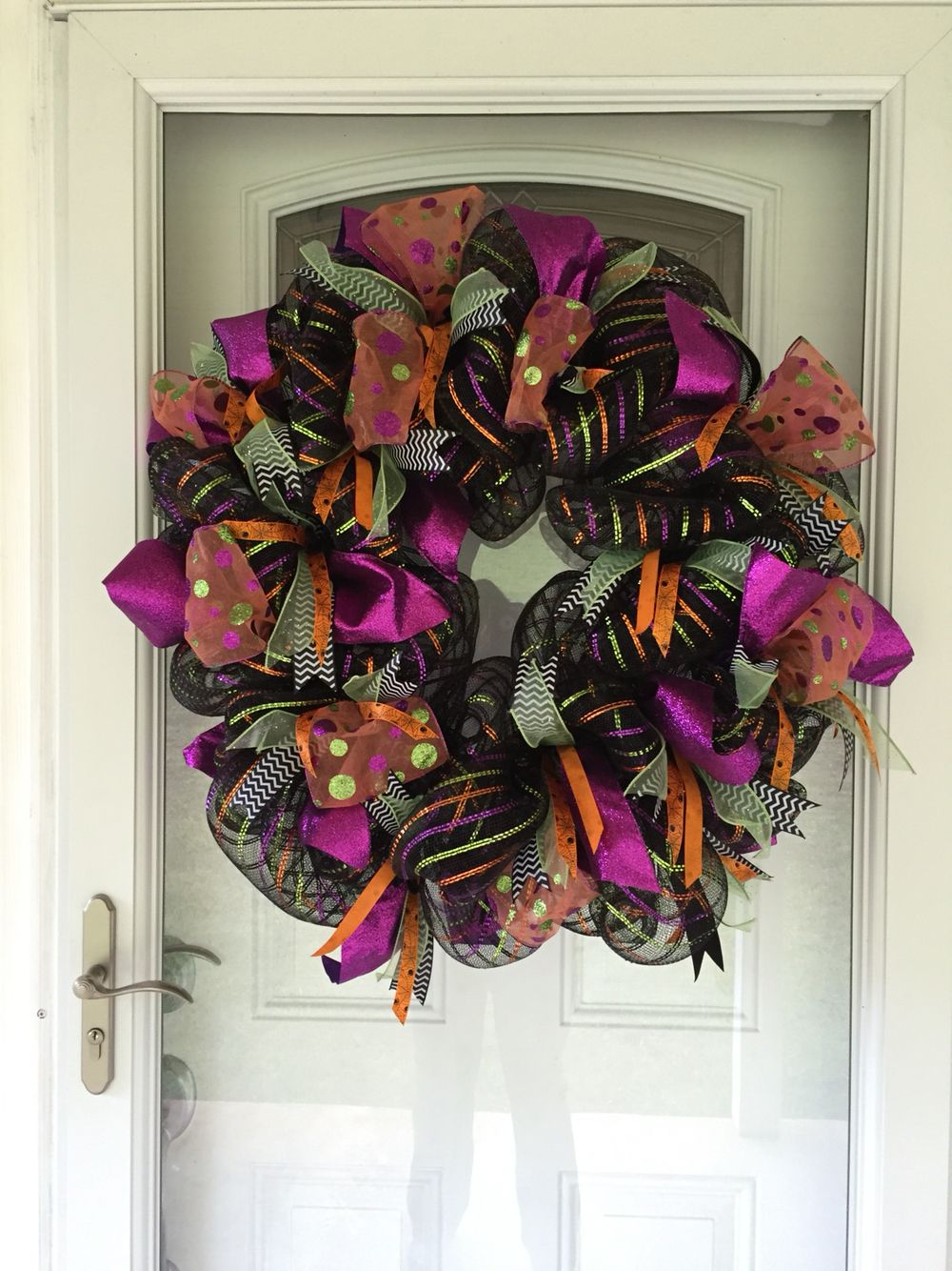 halloween wreath this mesh is so easy diy just keep attaching