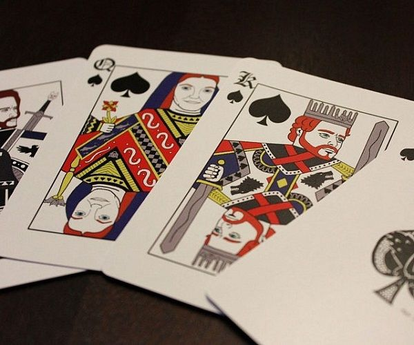 'Game Of Thrones' Playing Cards Let You Use Your Favorite Characters In Poker - DesignTAXI.com