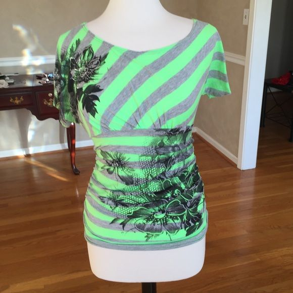 WORN TWICE TOP THIS TOP FITS TO YOUR FIGURE.  IT LOOKS REALLY GOOD ON Tops Tees - Short Sleeve