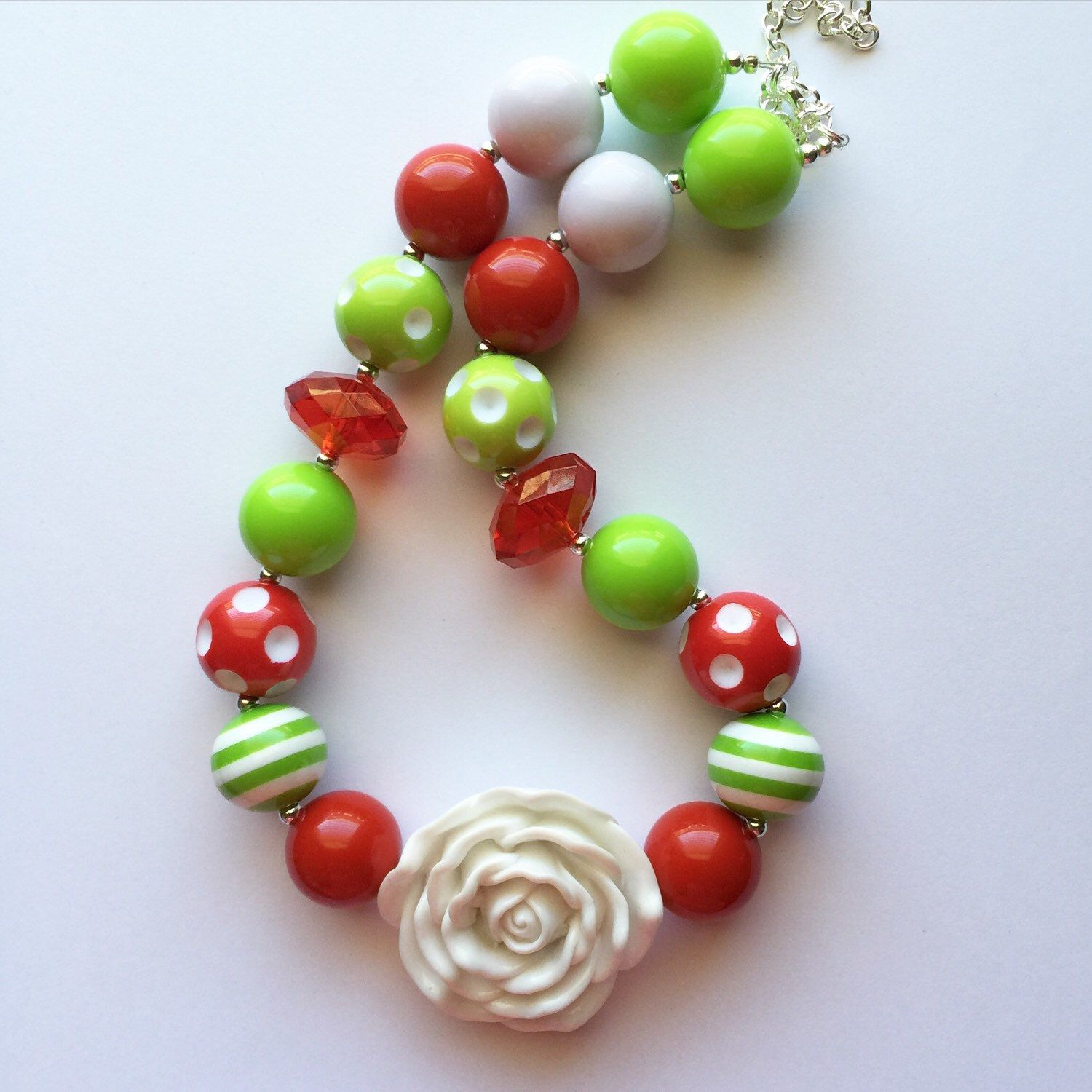 Red And Green Christmas Chunky Bubblegum Necklace by Baublesandbowstoo on Etsy https://www.etsy.com/listing/251911276/red-and-green-christmas-chunky-bubblegum
