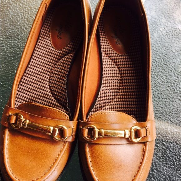 Like new brown loafers Only worn a few times! 71/2W Shoes Flats & Loafers