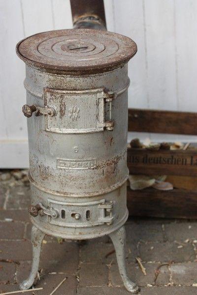 die klassischen kachelofen von castellamonte sind echte blickfanger, pin von bonnie munn auf vintage   pinterest   ofen, ofen kamin und, Möbel ideen