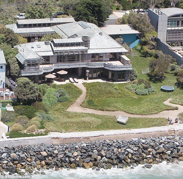 steven spielberg 39 s malibu mansion homes pinterest mansion beach and guest houses. Black Bedroom Furniture Sets. Home Design Ideas