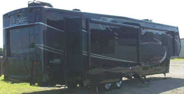 2016 New Augusta Rv Luxe Lf40re Fifth Wheel In Texas Tx
