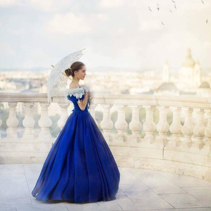 ad5b57e10b Kék báli korhű ruha az 1850-es évek stílusában az Amaltheia Manufaktúra  Jelmezkölcsönzőben (reformkori báli ruha).