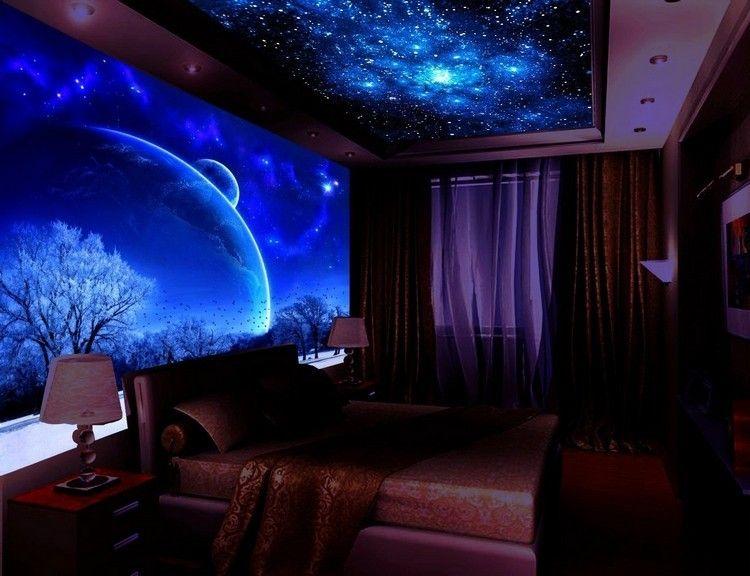 Schlafzimmer mit fluoreszierendem Wand- und Deckenbild Bilder