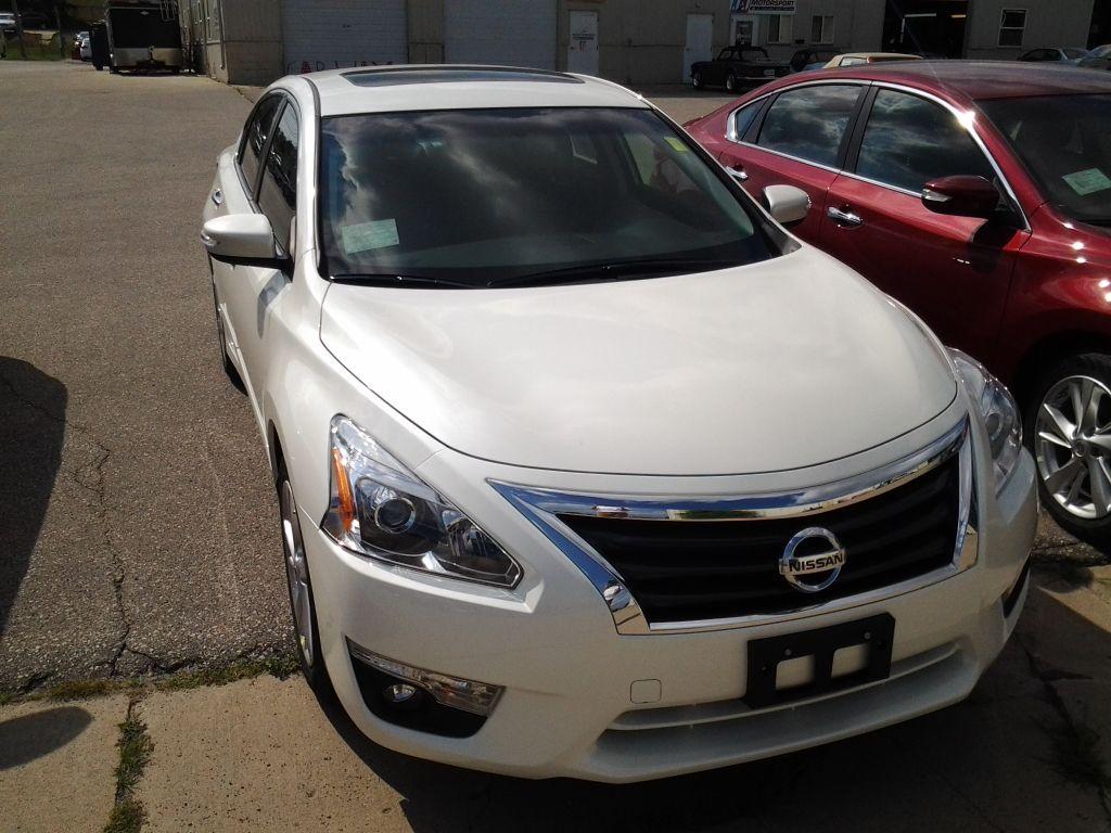 2014 Nissan Altima In Pearl White Na14002 Nissan Altima Altima Nissan