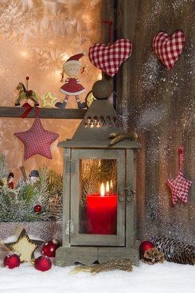 Lacy frosty window with lantern and multi textured ornaments weihnachten weihnachten deko - Zinkwanne weihnachtlich dekorieren ...