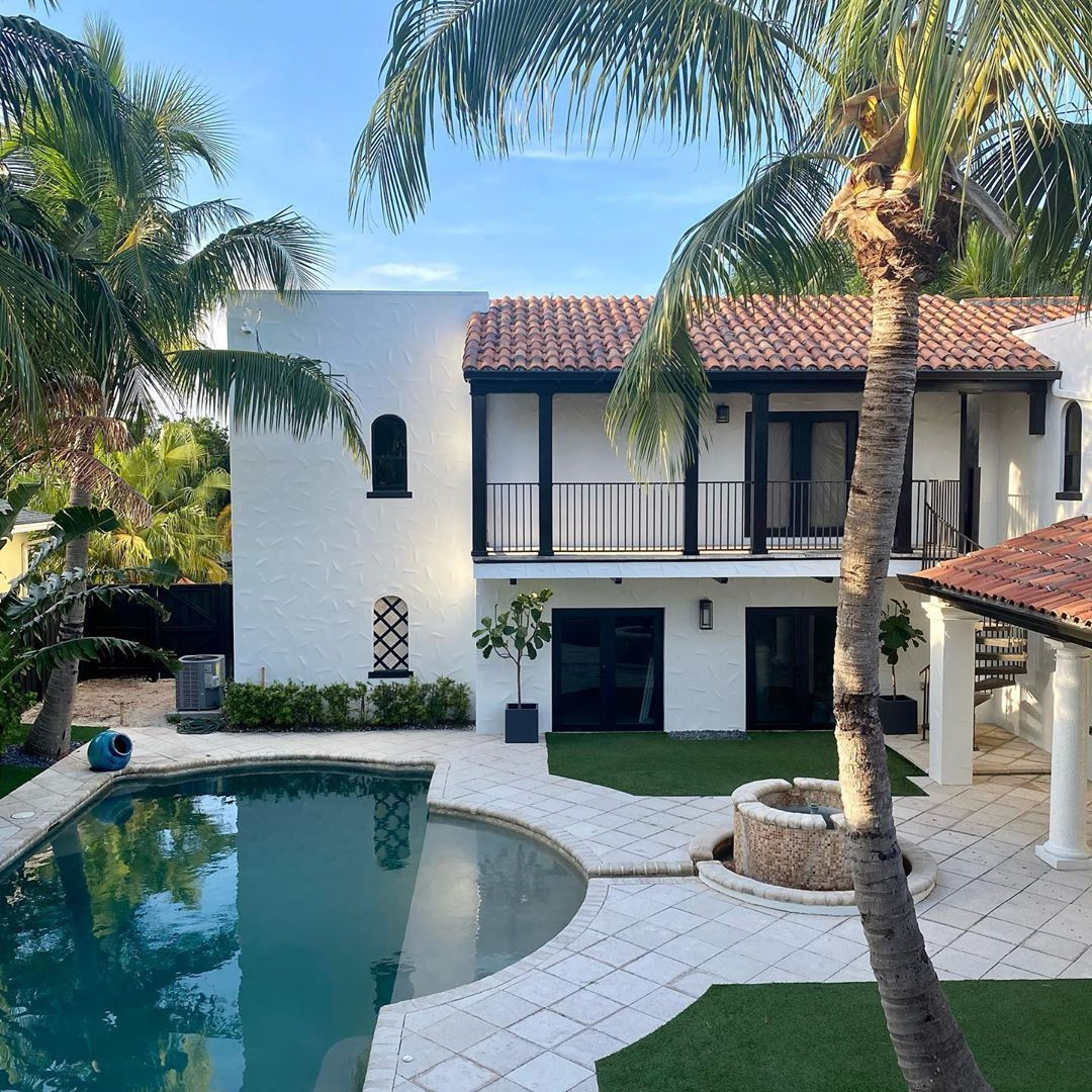 "Sam Fisch's Instagram profile post: ""Under the South Florida sun🌝 . #320murrayroad #samfischdevelopment #realestate #revovation #westpalmbeach #palmbeach #forsale #fall2020…"""
