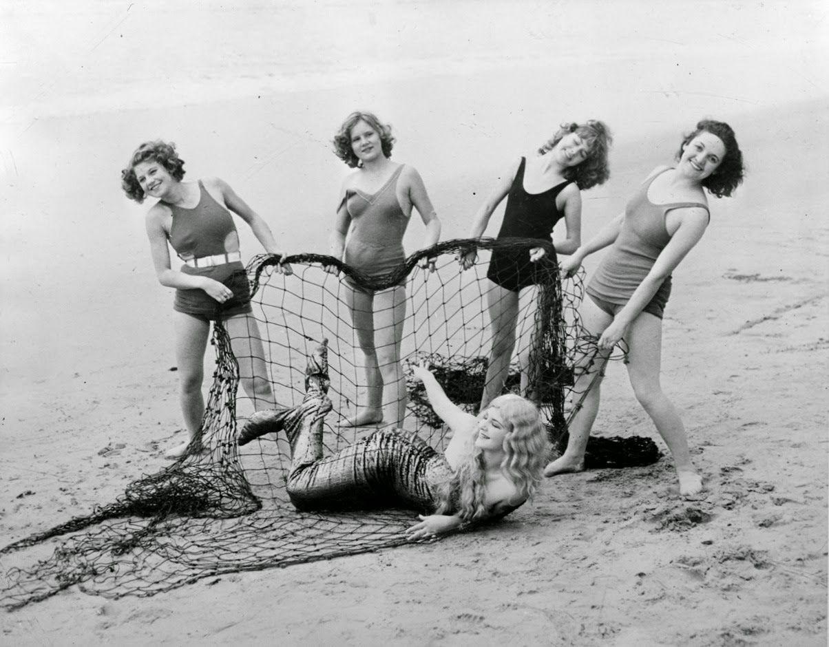 34 Vintage Snapshots Capture People Have Fun on Deauville