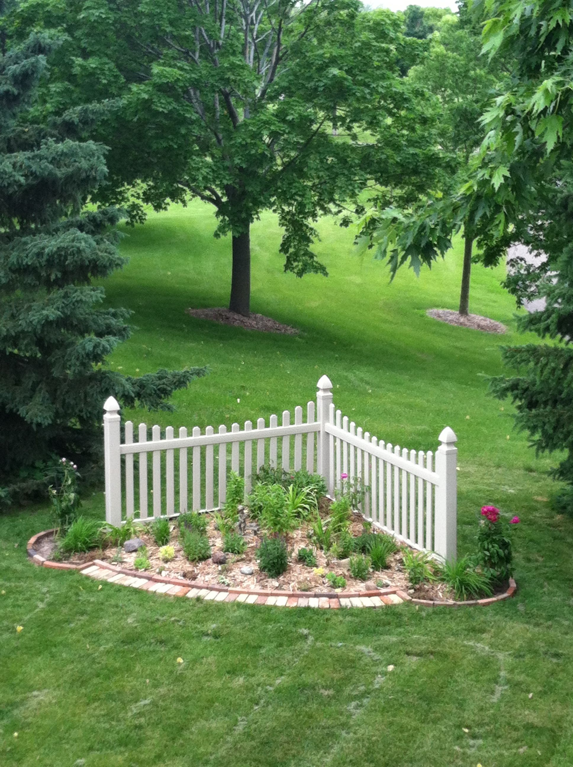 Corner Fence garden | Corner landscaping, Front garden ...