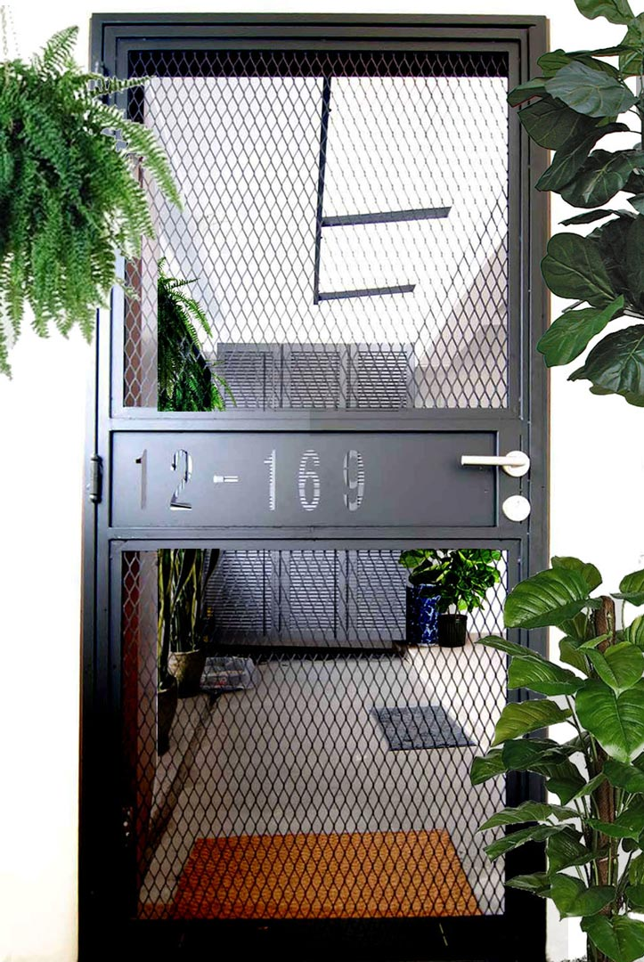 8 Hdb Front Door Ideas To Make Your Neighbours Green With Envy En 2020 Rejas Para Casas Puertas De Metal Diseno Puertas