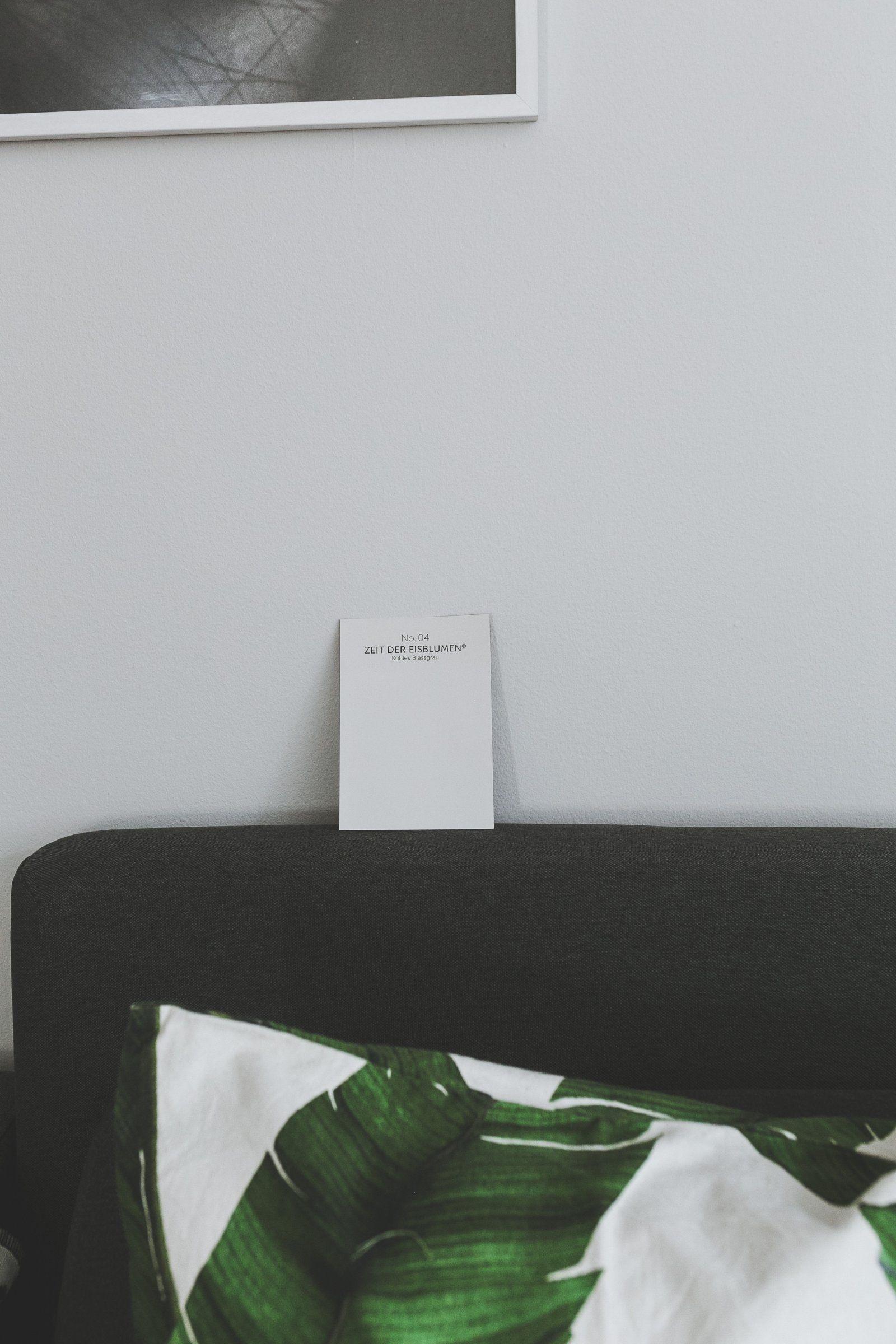Aplina Feine Farbe Zeit der Eisblumen, Wohnzimmer im Industrial Stil einrichten, graue Wand, Wandgestaltung mit Alpina, Wohnzimmer Ideen, Wohnzimmer Inspiration, Living Room Ideas, Grey Interior Inspiration, Desenio Bilderwand, minimalistisch Einrichten, modernes Wohnzimmer, gemütliches Wohnzimmer, Interior Blog, Style Blog, www.kleidermaedchen.de #alpinafeinefarben Aplina Feine Farbe Zeit der Eisblumen, Wohnzimmer im Industrial Stil einrichten, graue Wand, Wandgestaltung mit Alpina, Wohnzimmer #deseniobilderwand