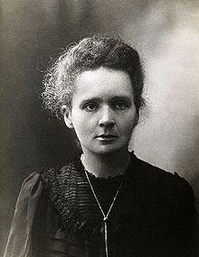 Madame Curie - Maria Salomea (Marie) Skłodowska-Curie (Warschau, 7 november 1867 – Passy, 4 juli 1934) was een Pools-Frans schei- en natuurkundige. Zij was een pionier op het gebied van de radioactiviteit, ontving twee Nobelprijzen en ontdekte de elementen polonium en radium.