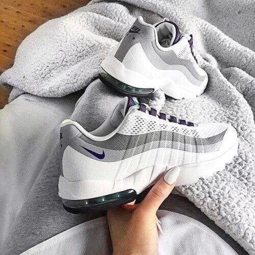 air max 95 blanche au pied