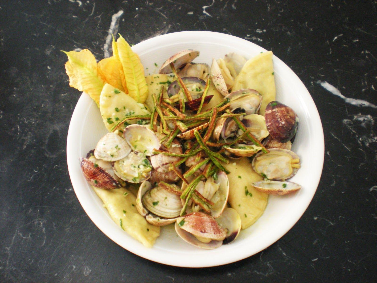 Ravioli di zucchine in guazzetto di vongole e grana padano