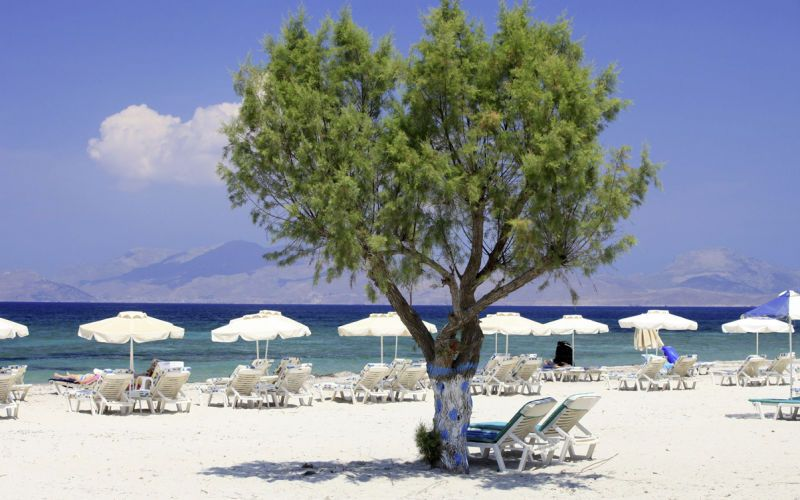 Idyllisiä kyliä, kauniita rantoja, mielenkiintoisia nähtävyyksiä ja vilkas yöelämä - Kosin matkalla on tekemistä ja näkemistä kaikille! www.apollomatkat.fi #Kos #Kreikka