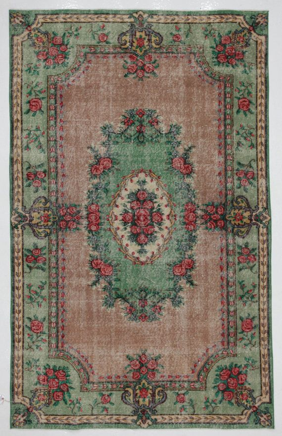 Green and rose medallion floral vintage turkish rug by for Retro tapete turkis