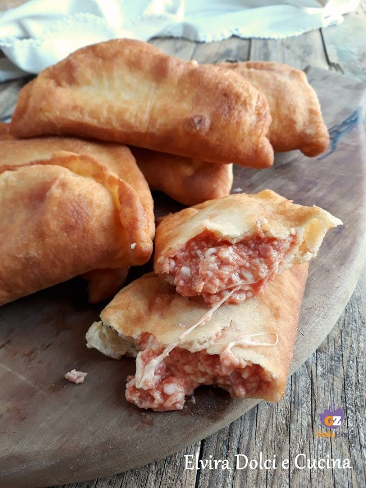 calzoncini fritti ricetta facile stuzzichini e idee buffet pinterest pizzas la pizza and focaccia - Idee Buffet Facile