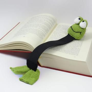 Henri le frog bookmark crochet pattern by IlDikko