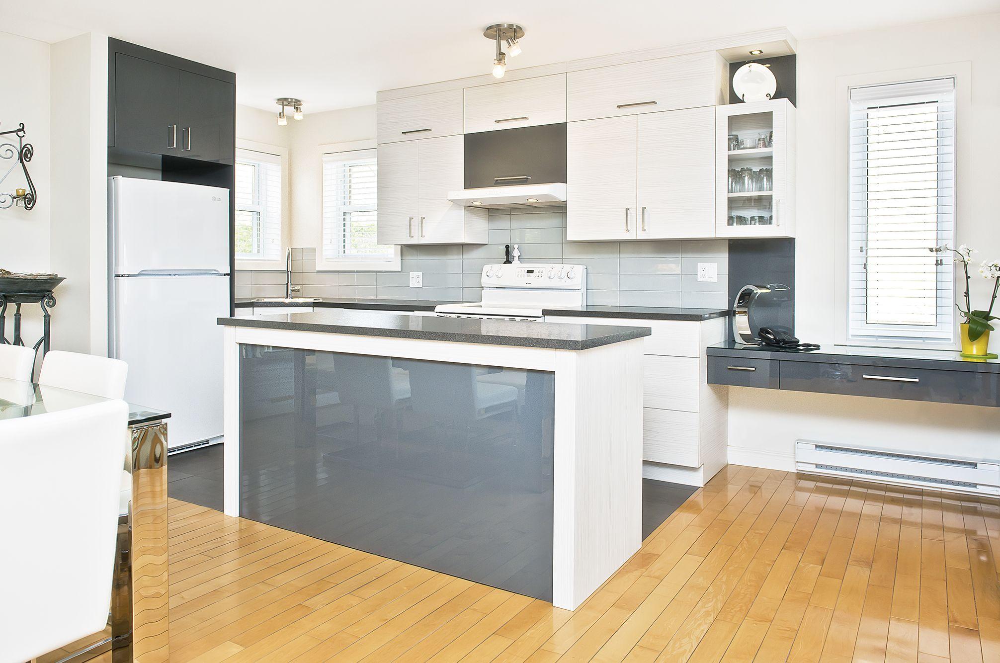 Armoires de cuisines blanches et grises cuisine for Armoires de cuisine simard saint tite des caps
