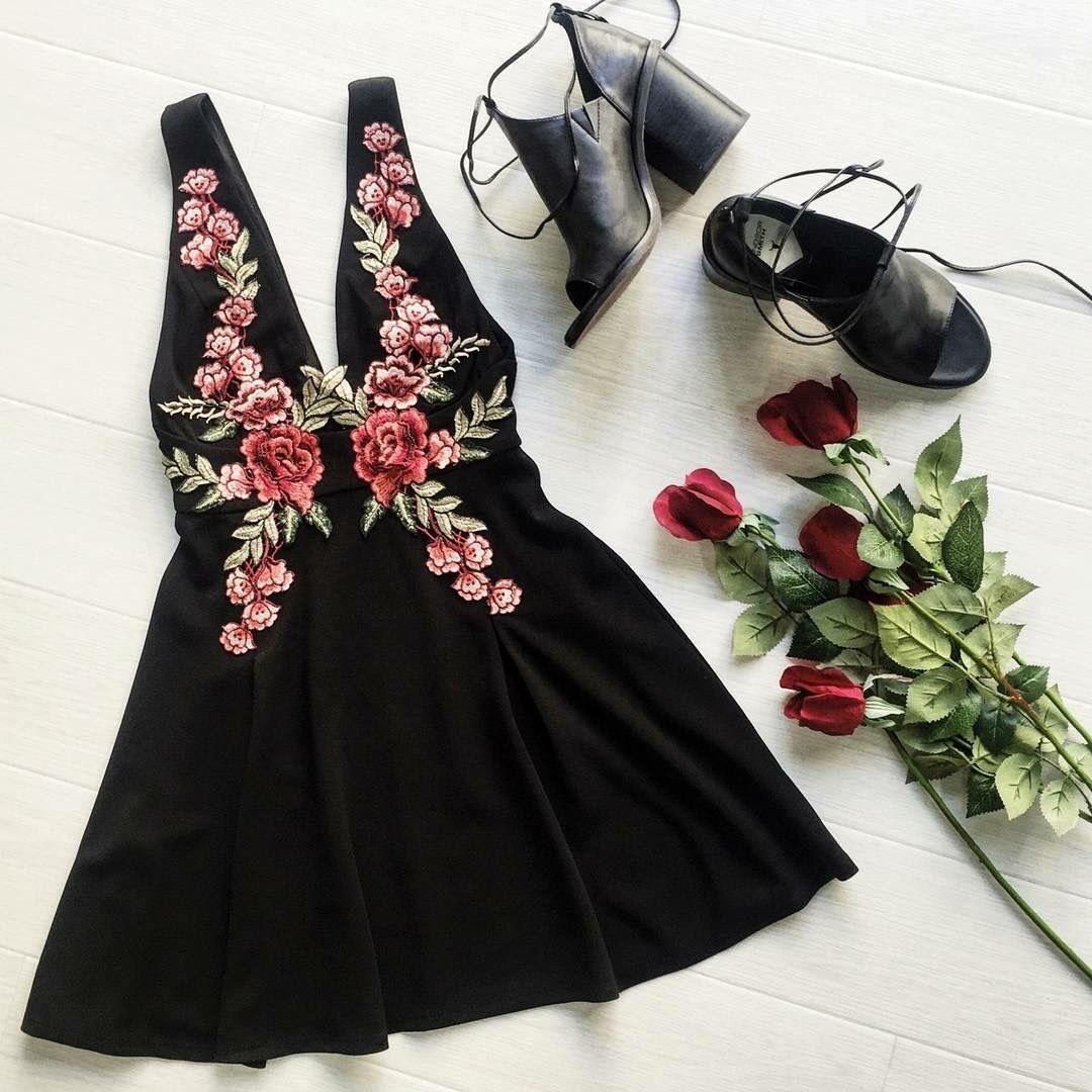 Embroidered dress                                                                                                                                                                                 Mais