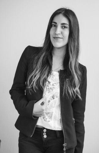 Andrea Luna-Victoria con un estilo romantic chic es una de las fashion bloggers peruanas de Sklussiv tu portal de moda.