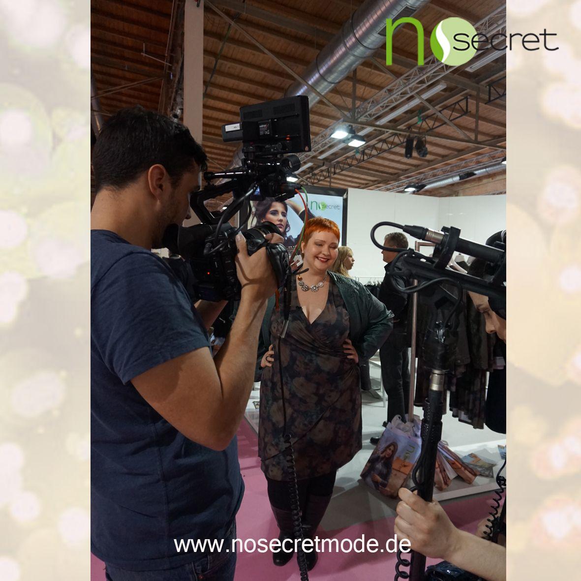No Secret Mode Styling Expertin Christin Thomsen zusammen mit RTL auf der curvy is sexy Messe 2015— mit Plus Size Model Christin und NoSecret Mode hier: Insel Eiswerder