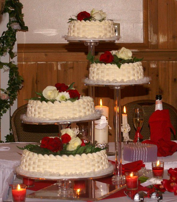 A Winter Wedding Complemented By Champagne And Cheesecake Cake